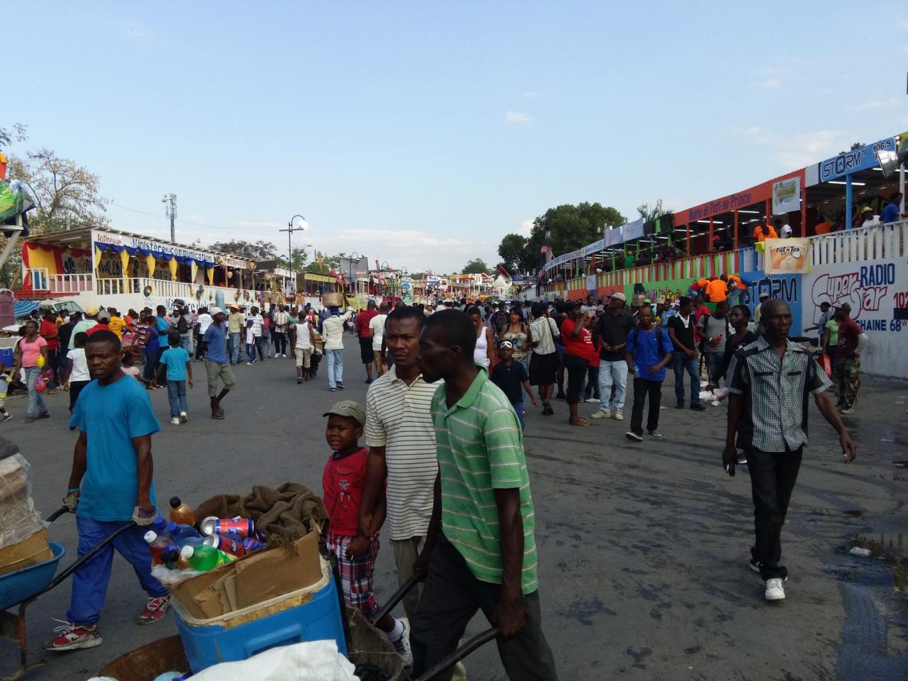 Haitian carnival, vendors (2015)