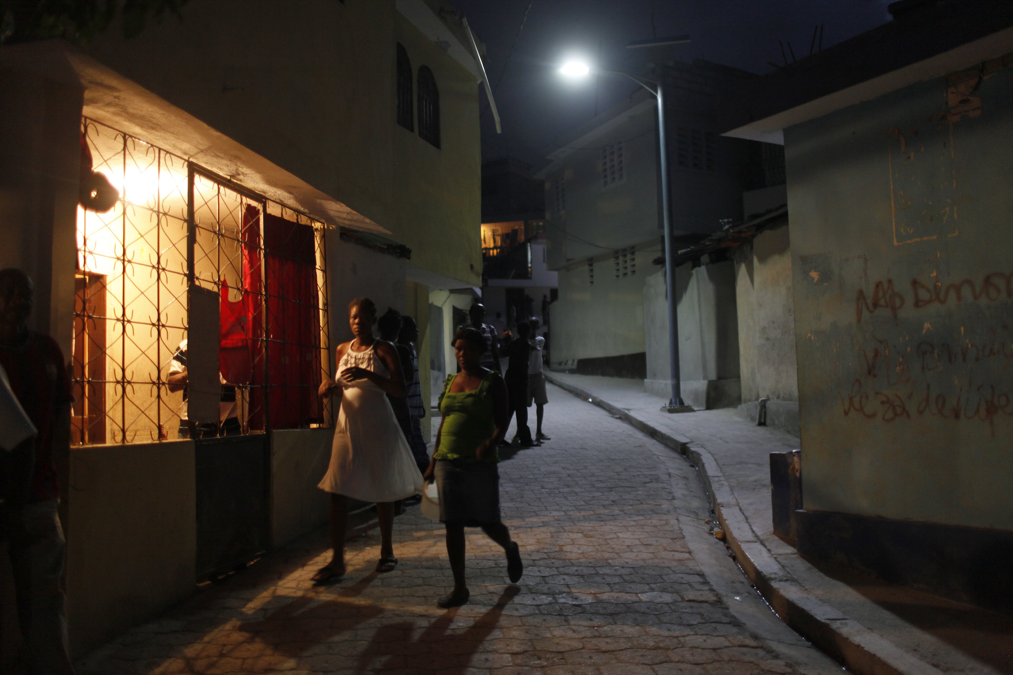 Electricity in the neighbourhood